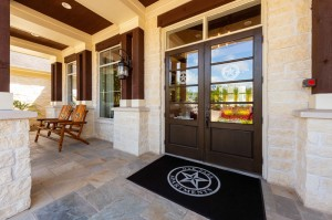 Apartments For Rent in Katy, TX - Leasing Office & Clubhouse Entrance Patio with Seating
